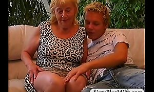 Teen guy fuckes a hot gilf