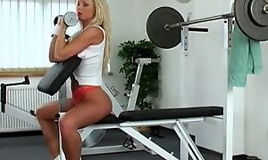 Natty blonde slattern Silvia Saint wanks almost transmitted to gym